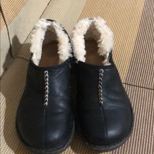 UGG Australia 1928 Bettey Black Leather Sheepskin